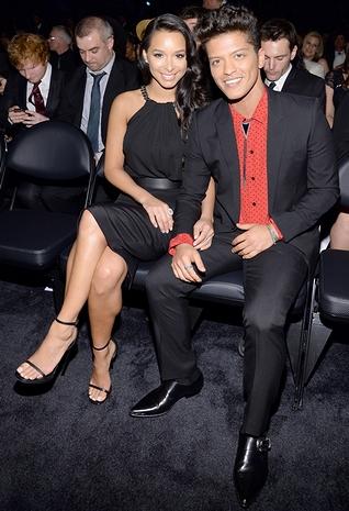 モデルのジェシカ・キャバンと歌手のブルーノ・マーズ(2014年・第