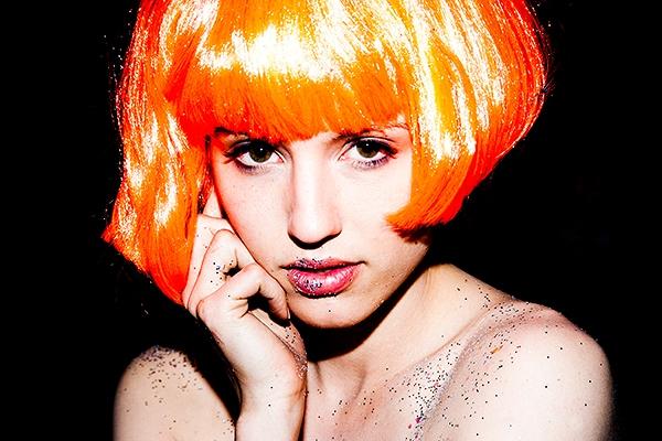 オレンジヘアのディアナ・アグロン