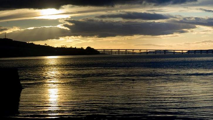 スコットランド最長の川は? | Y...